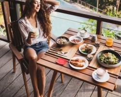 Πώς να μην πάρω κιλά στις διακοπές; Oι συμβουλές της διαιτολόγου